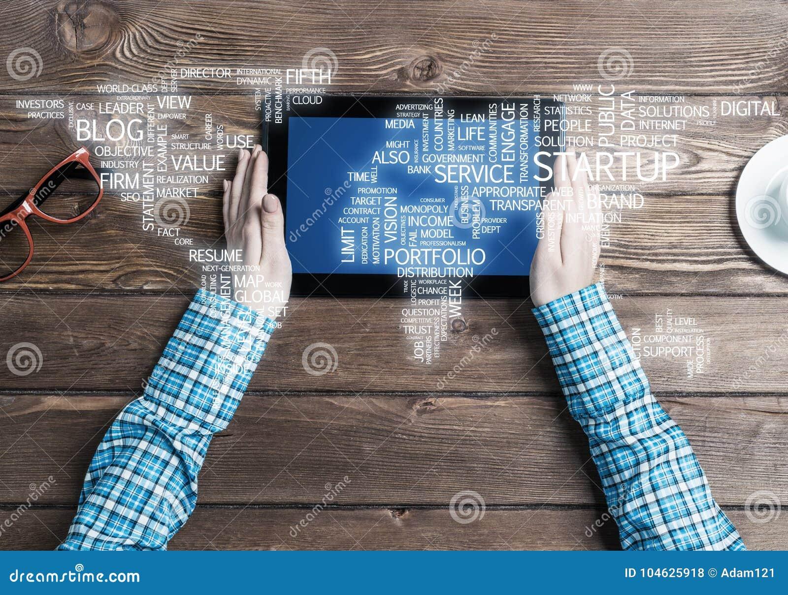 Download Concept Internationale Zaken Of Verbinding Met Vrouw Die Tabletgadget Gebruiken Stock Foto - Afbeelding bestaande uit internationaal, zaken: 104625918