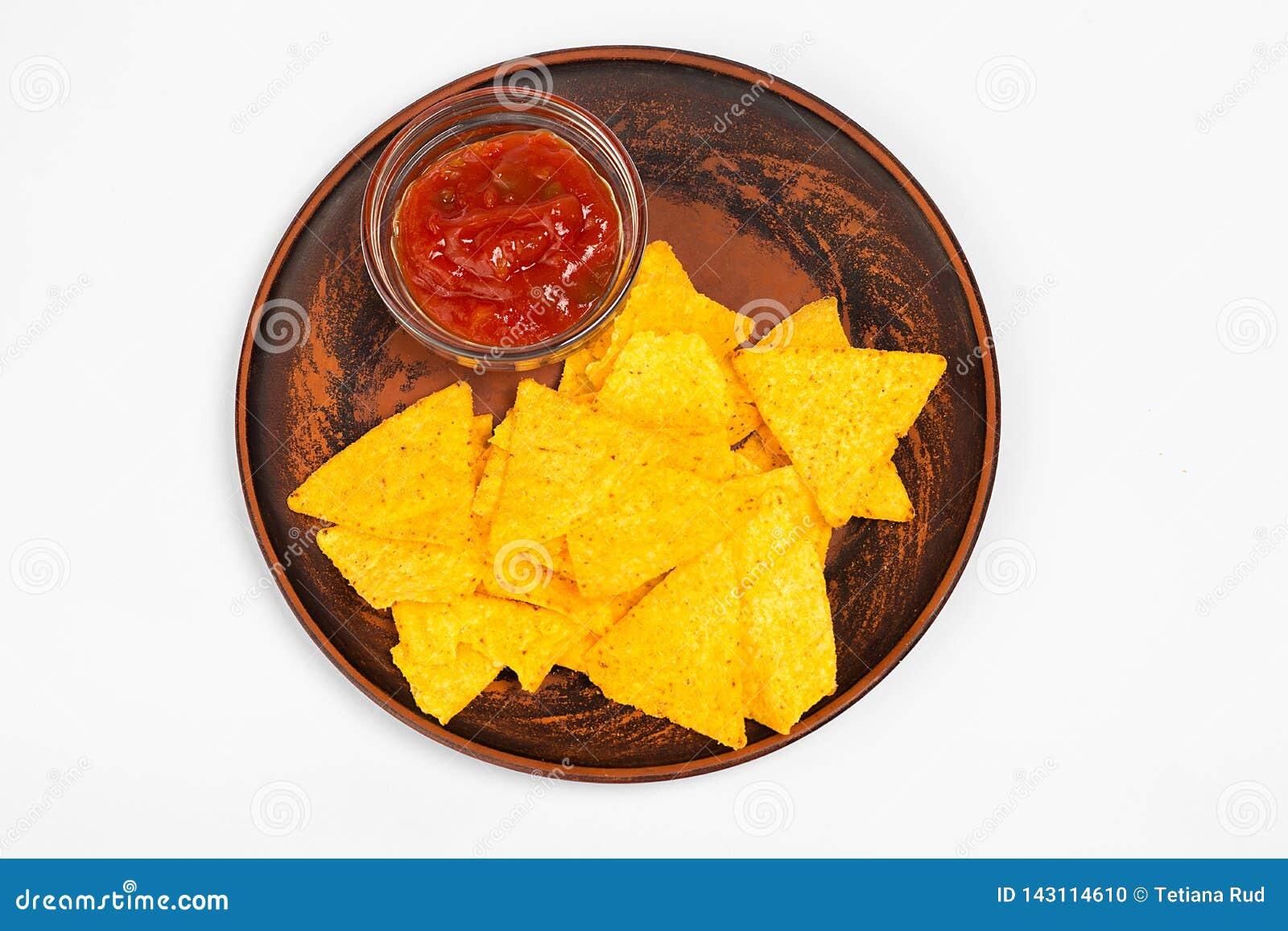 Concept mexicain de nourriture Puces jaunes de totopos de maïs avec de la sauce Vue supérieure