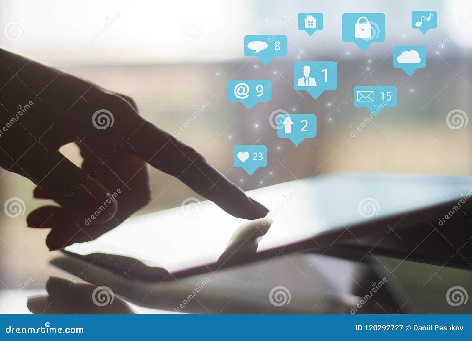 Concept social d icônes de media