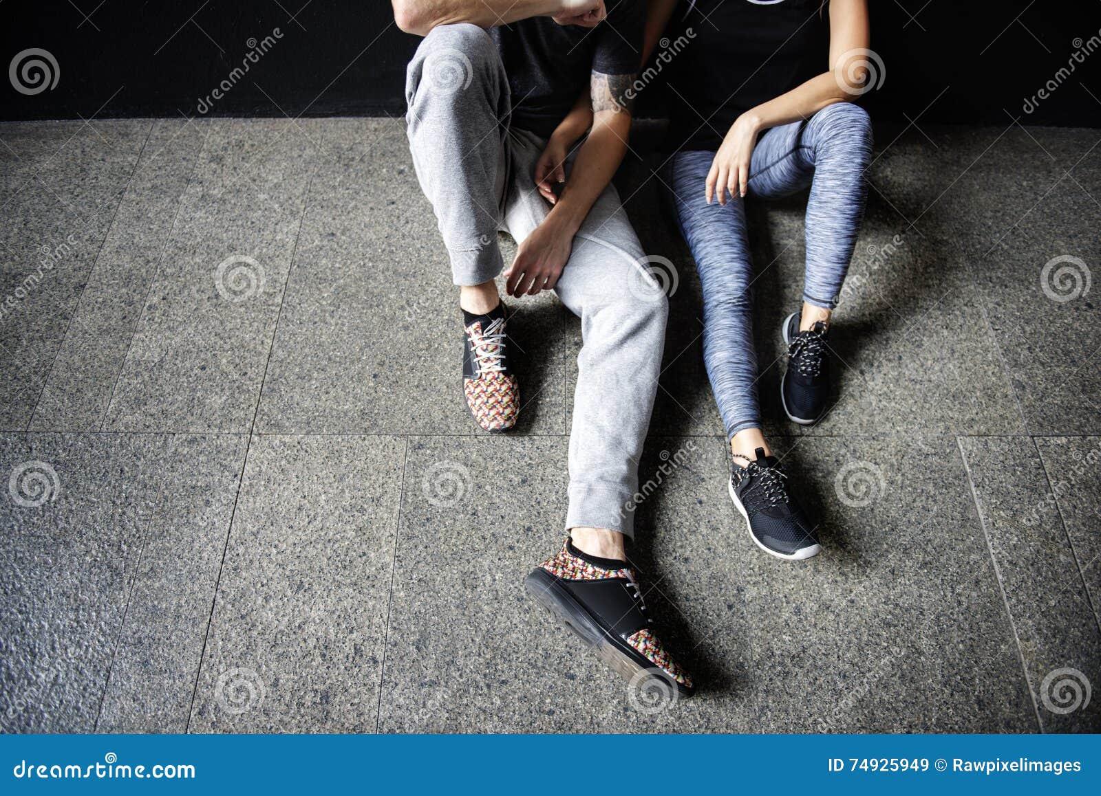 Concept sportif de gymnase de forme physique de Couple Lifestyle Fit d athlète