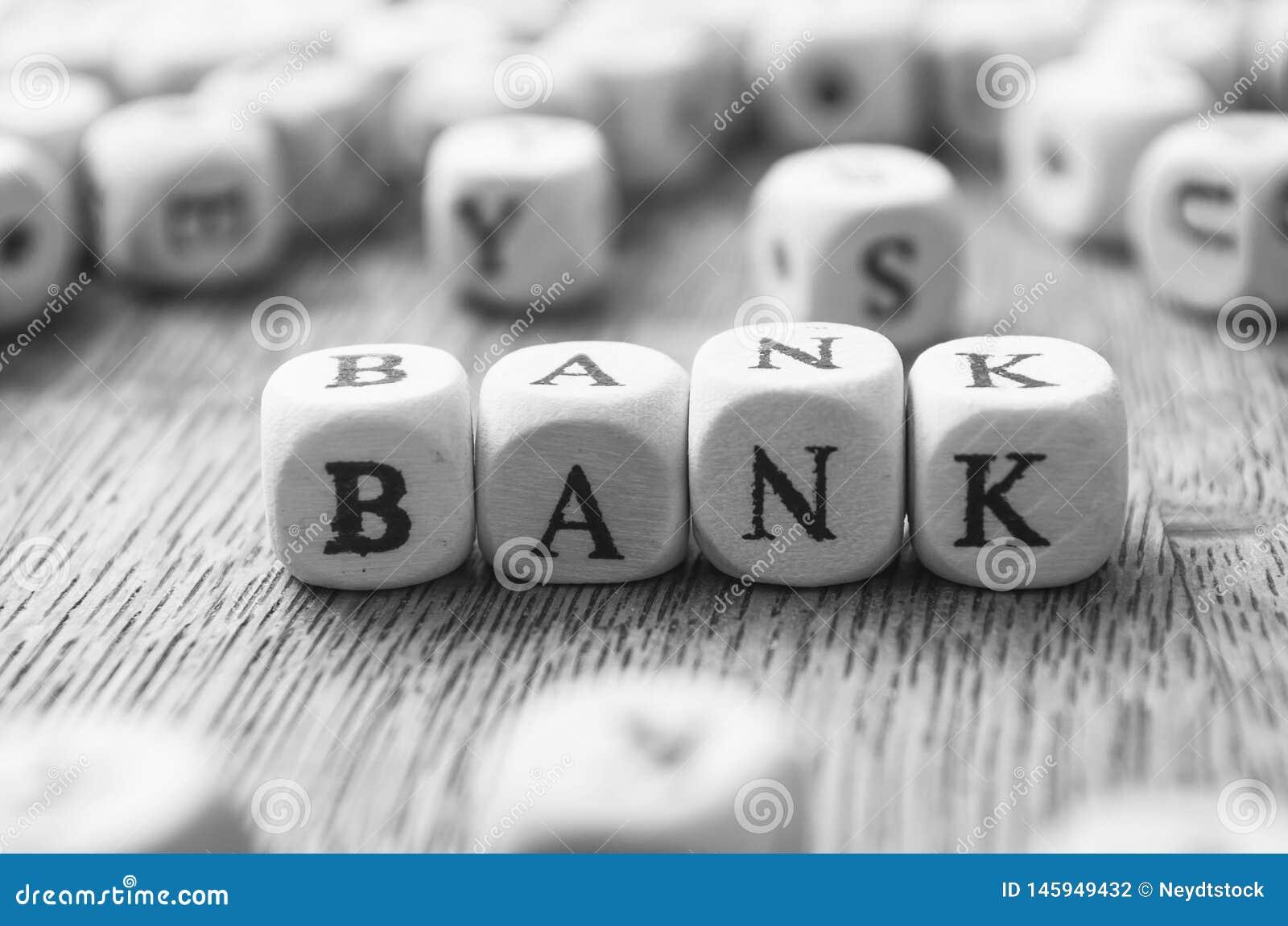 Conceptenwoord die zich met houten kubus vormen - Bank