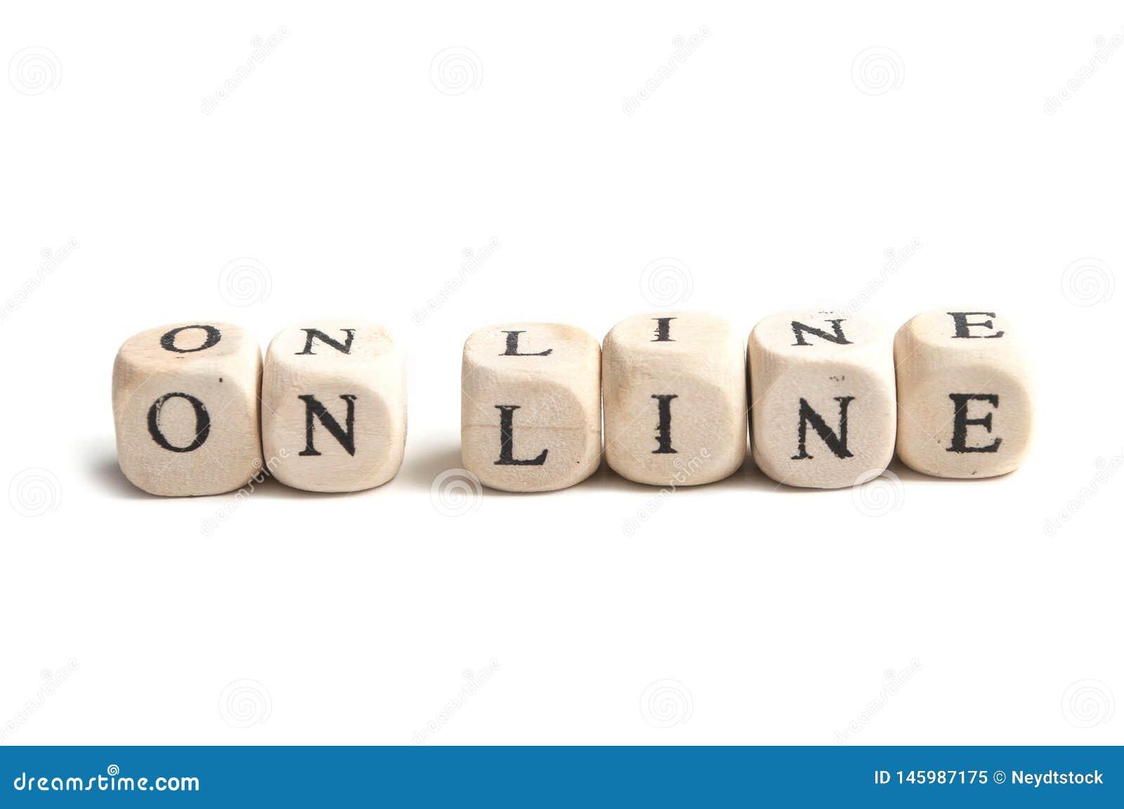 Conceptenwoord die zich met houten Online kubus vormen -