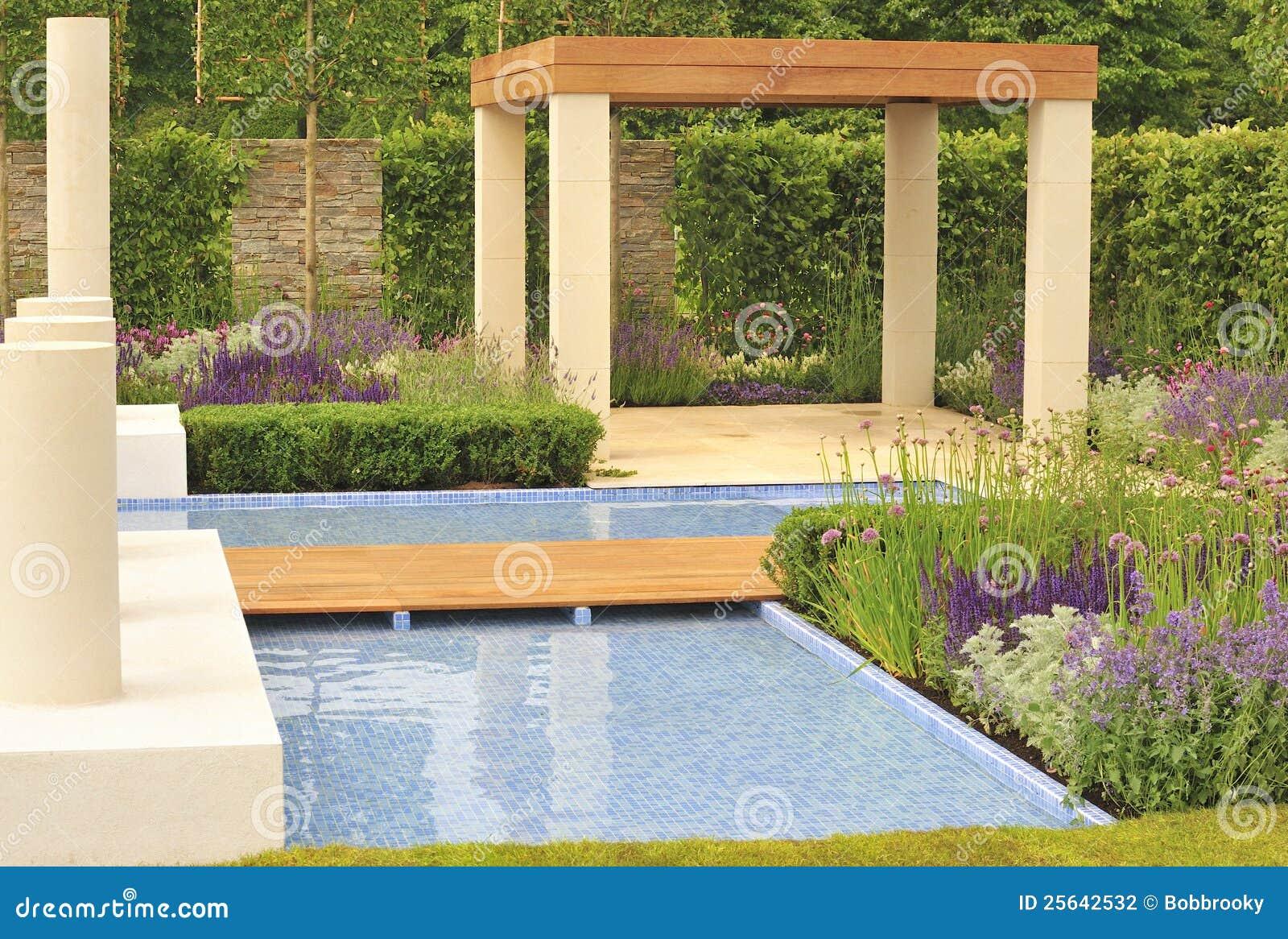 Conception Contemporaine De Jardin Photo stock - Image du ...