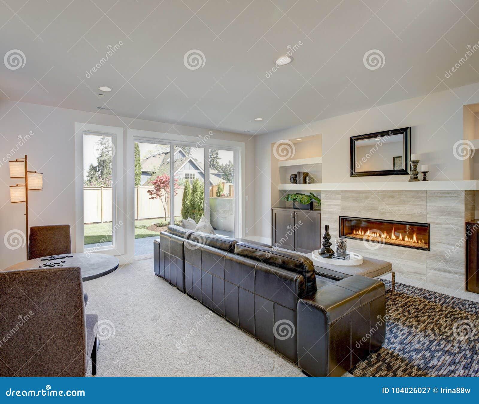 Conception de chambre familiale avec le recoin de mini-bar