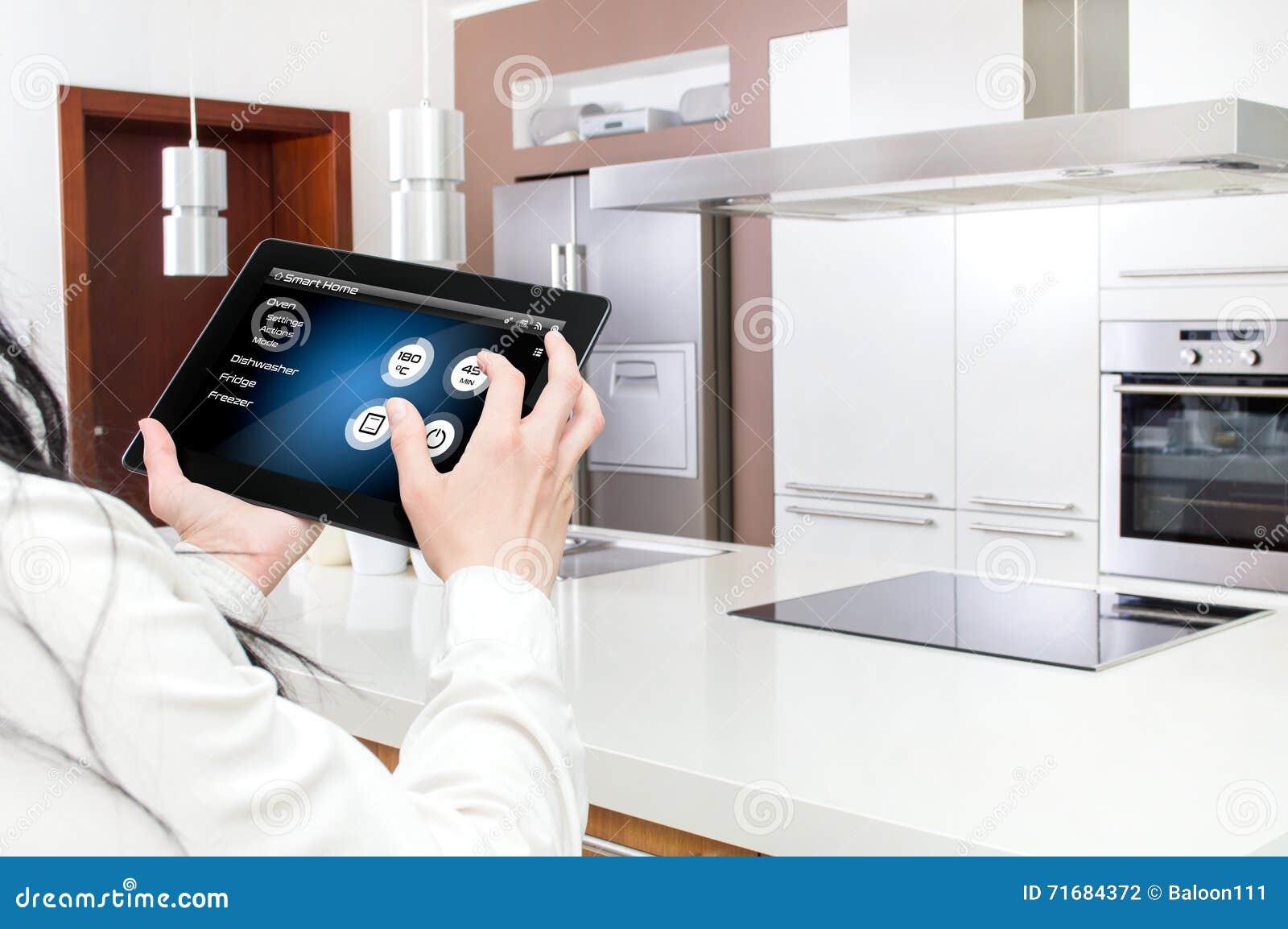 Conception De Cuisine Futee Commandee Par Application De Comprime