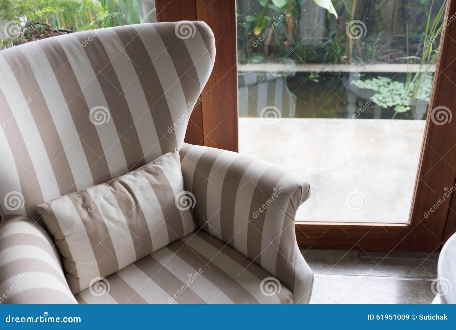 Conception de style moderne de salon intérieur avec des meubles de sofa