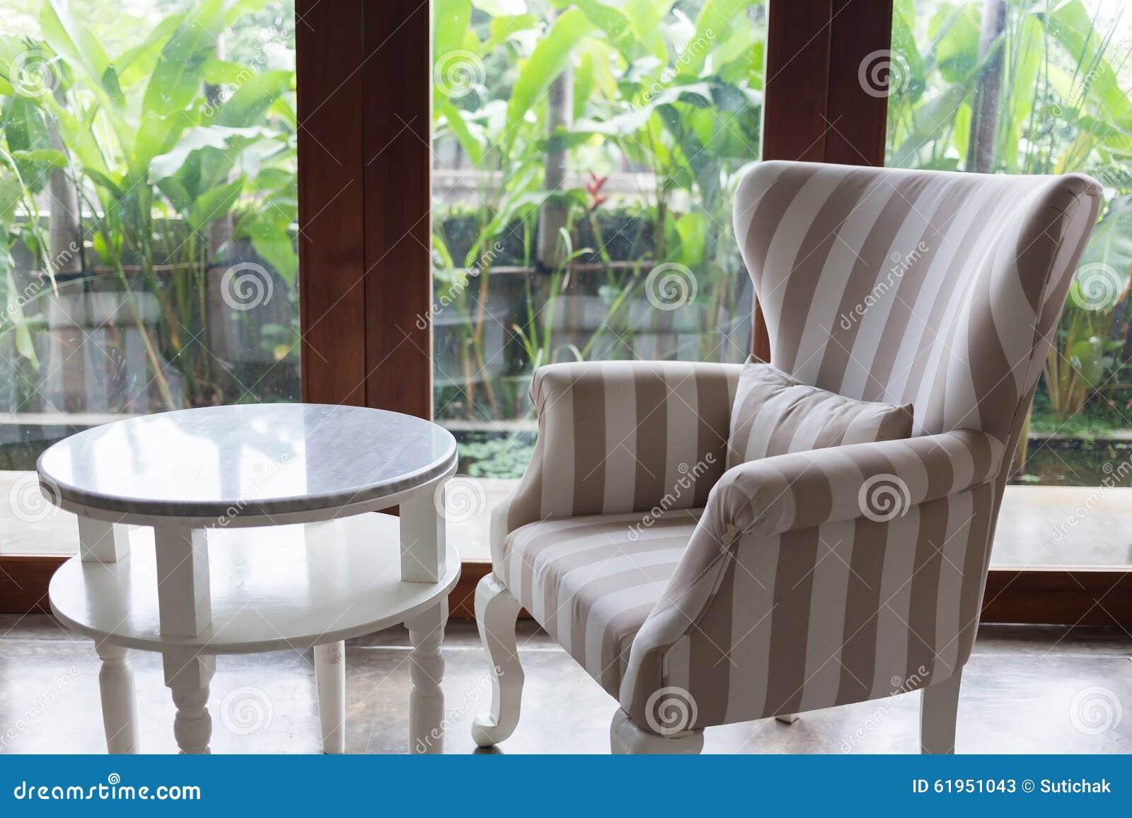 Conception de style moderne de salon intérieur avec des meubles de sofa photo stock