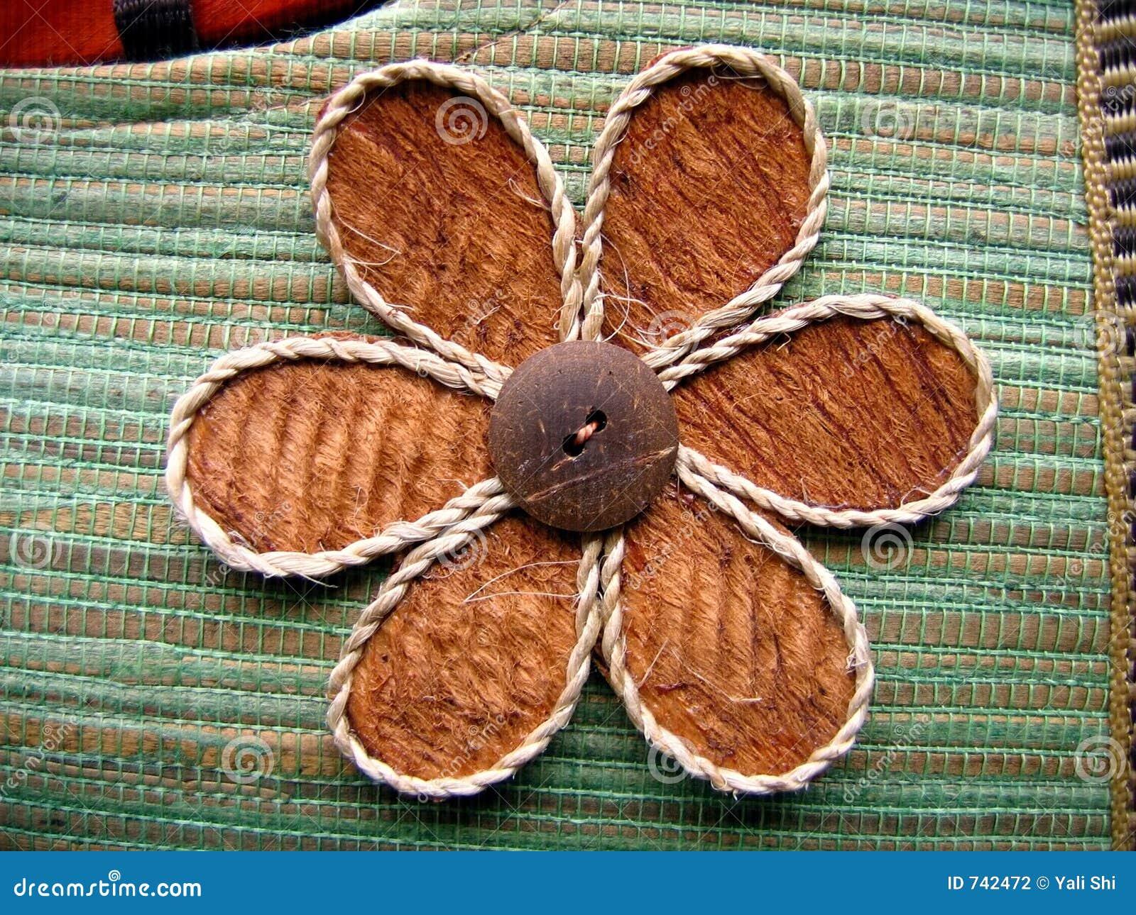 Conception florale sur un sac fabriqué à la main