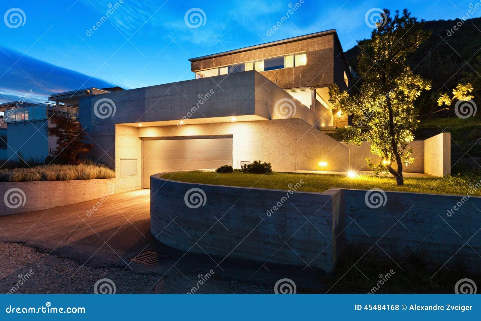 Maison moderne dans une conception contemporaine image stock ...