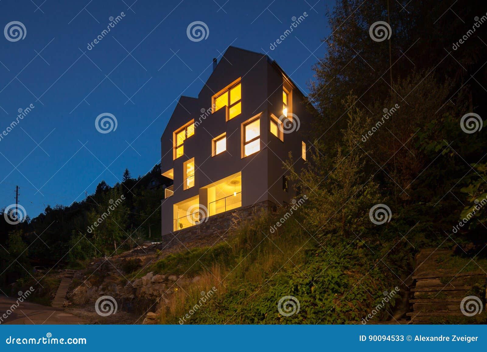 Conception moderne d architecture, scène de nuit de villa