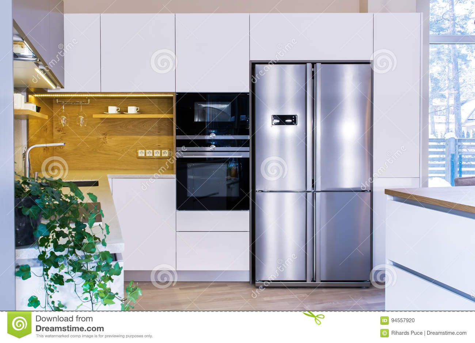 Conception moderne de cuisine dans l intérieur léger
