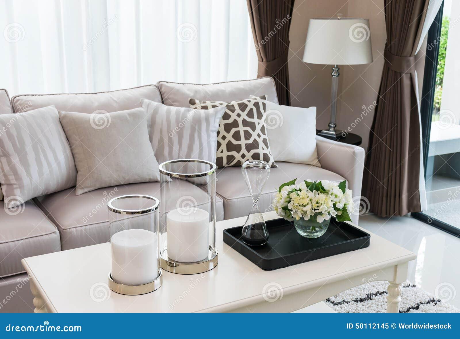 Conception moderne de salon avec le sofa et la lampe photo for Conseption de salon