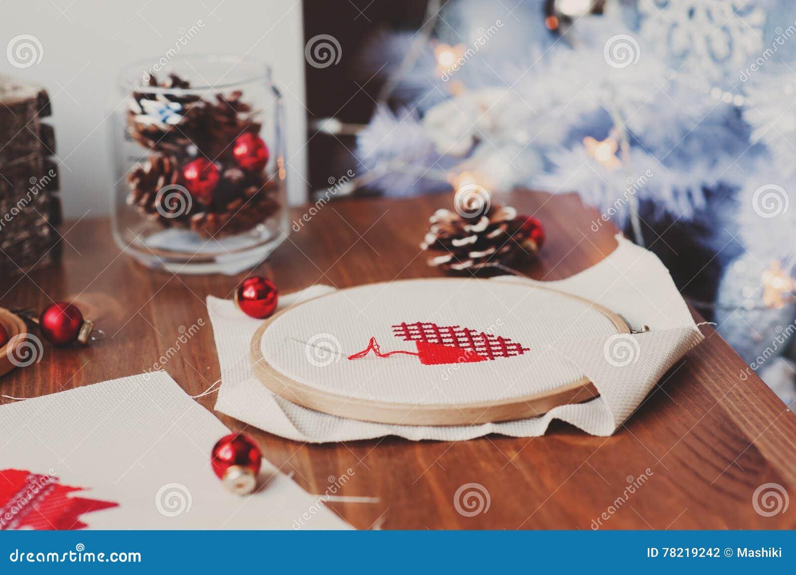 Cadeaux Fait Maison Pour Noel conceptions croisées et décorations de point de noël sur la