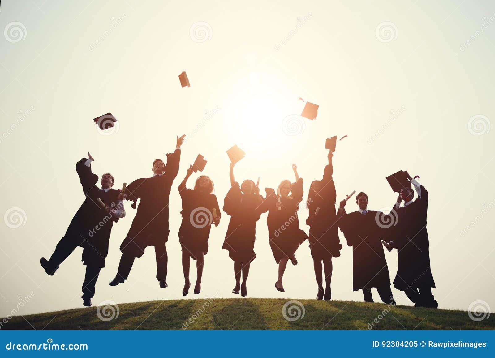 Concepto acertado del grado de la escuela de la universidad de la graduación