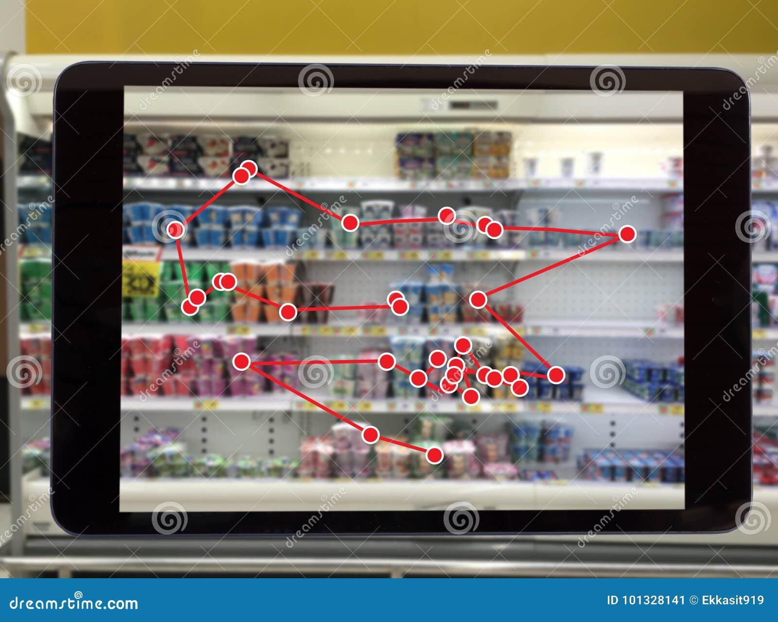 Concepto al por menor elegante, uso del servicio del robot para el control los datos de o las tiendas