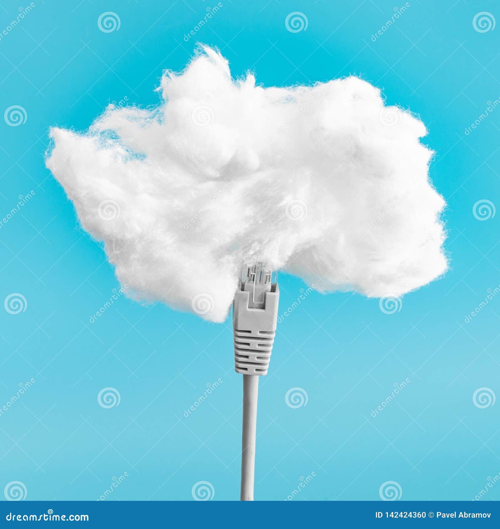 Concepto computacional de la nube Cable de Ethernet que conecta en la nube Almacenamiento de datos de Digitaces El cargar de la n