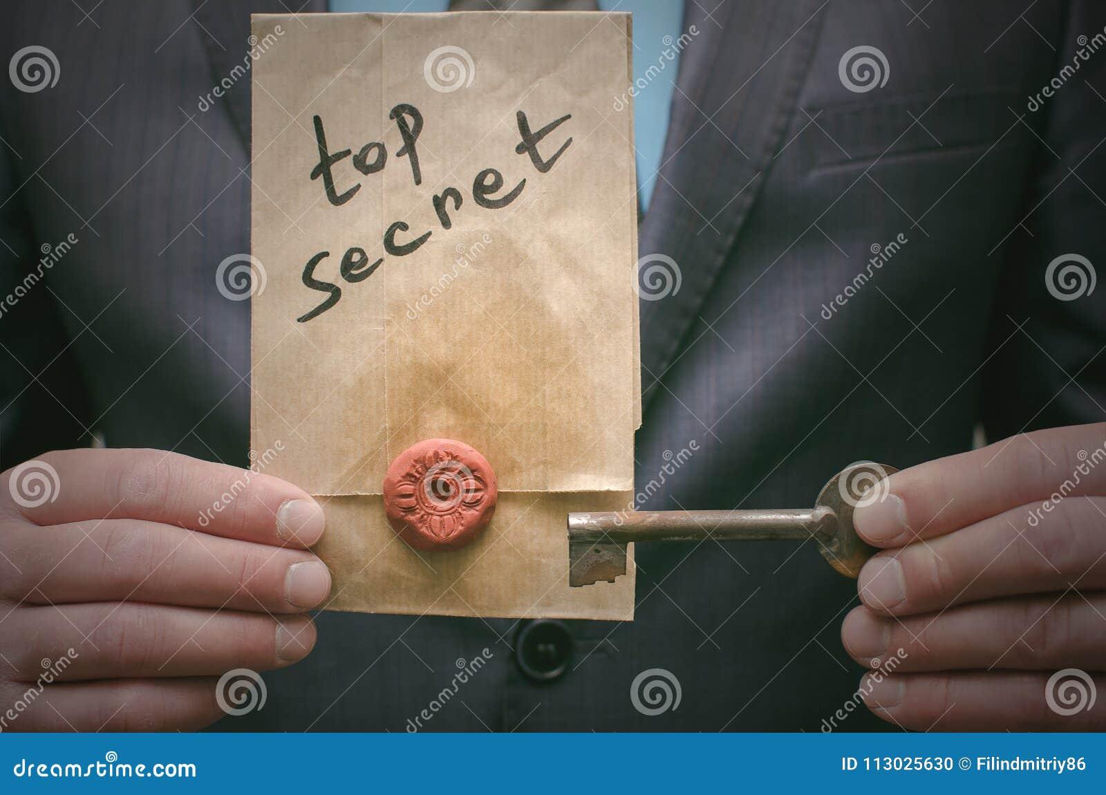 Concepto de alto secreto del mensaje Información importante estupenda Expediente confidencial Llave del desciframiento