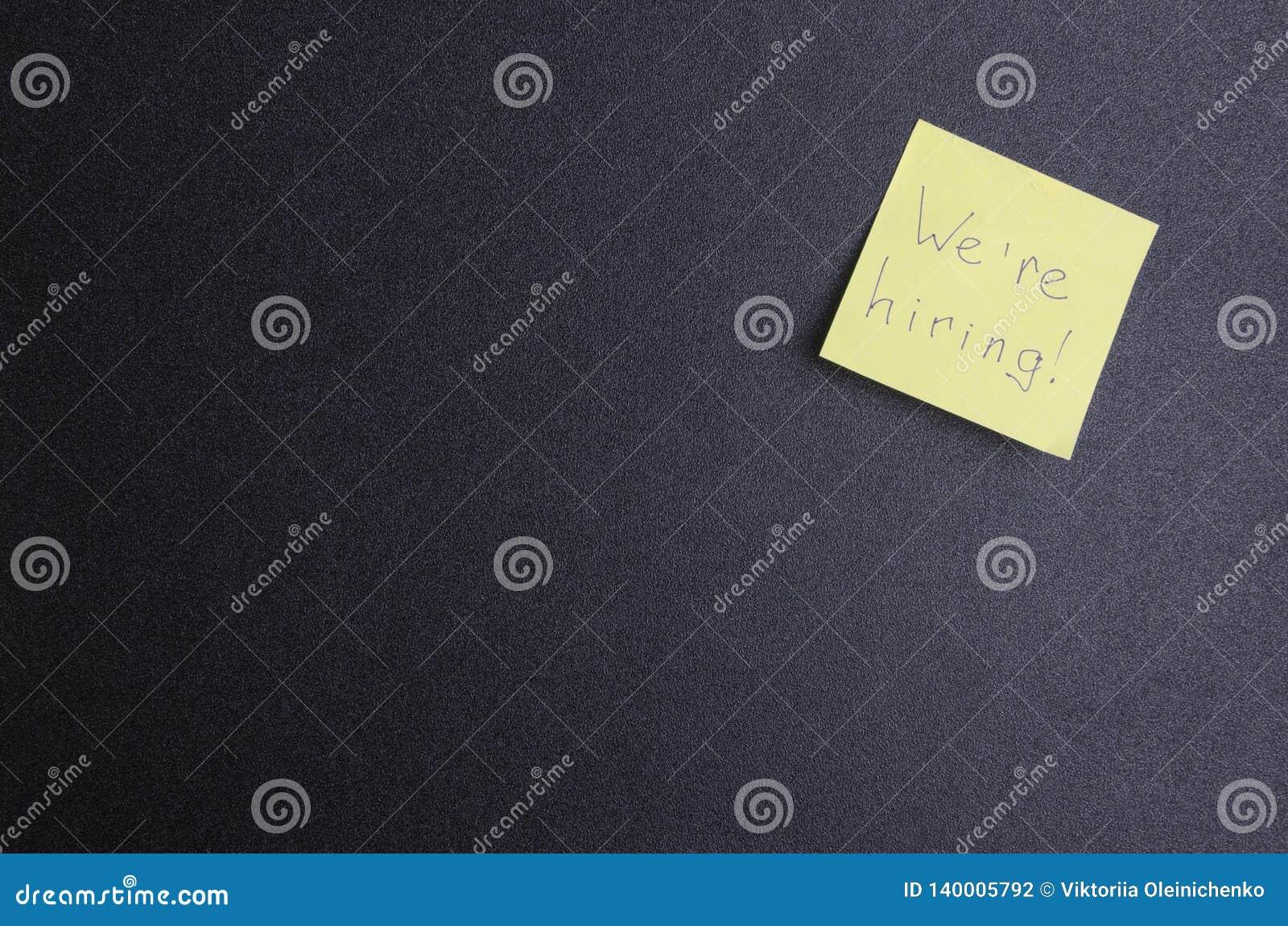 Concepto de aviso de la búsqueda para los empleados Tablón de anuncios