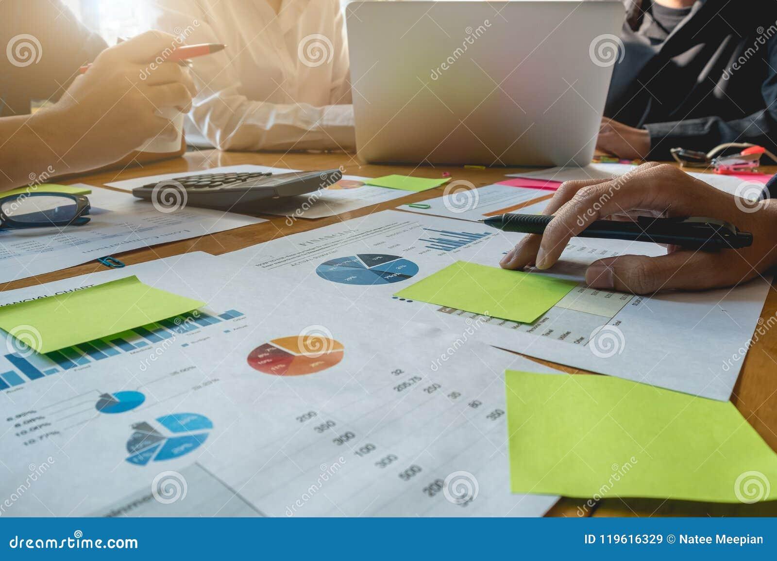 Concepto de la ayuda de la variación de la unidad de la unidad del trabajo en equipo