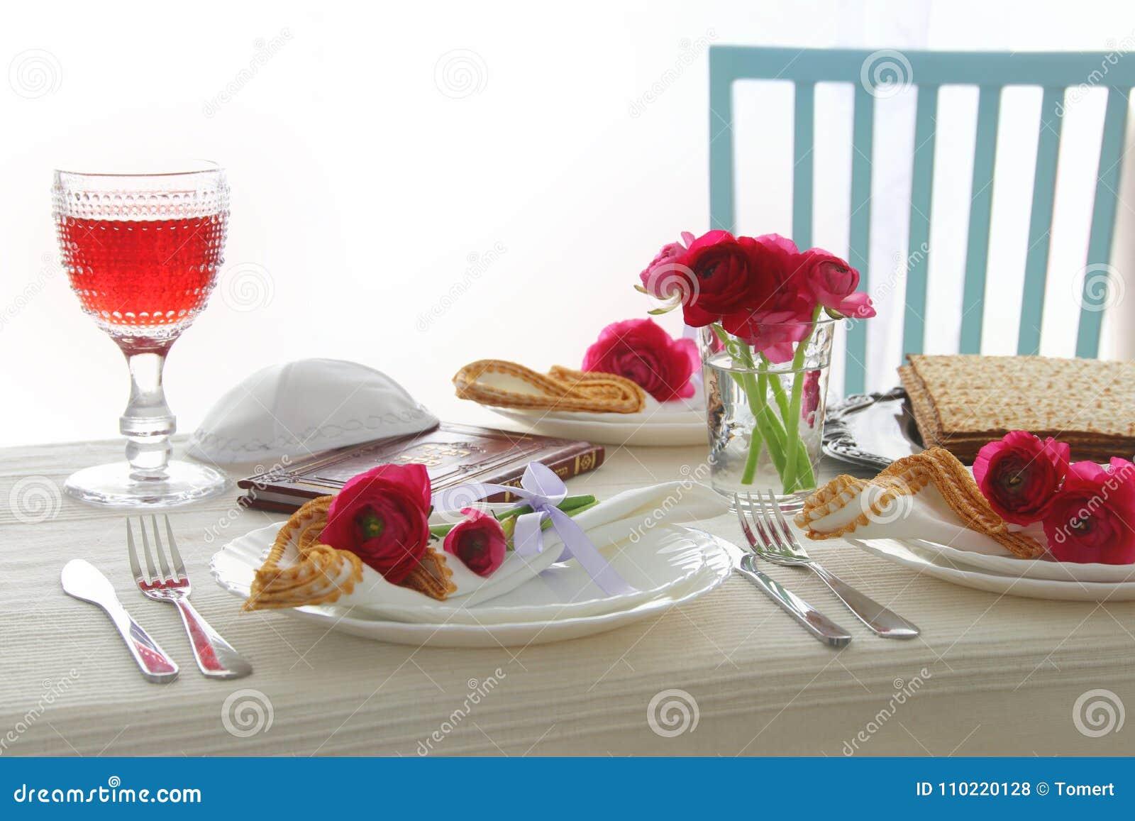 Concepto de la celebración de Pesah y x28; table& festivo x29 del día de fiesta judío de la pascua judía;