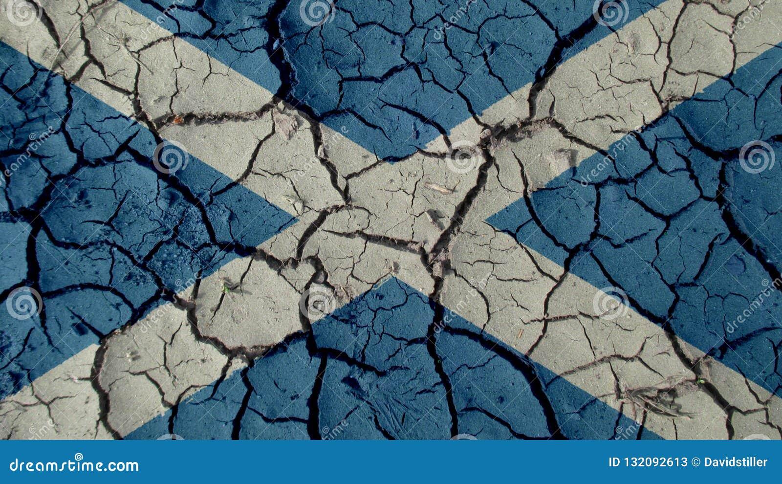 Concepto de la crisis política: Grietas del fango con la bandera de Escocia