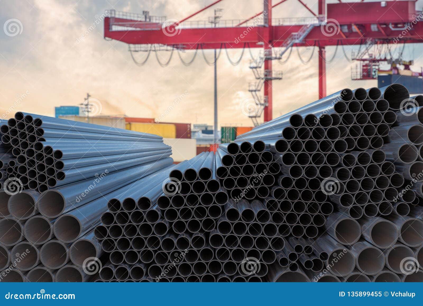 Concepto de la industria de la metalurgia Muchas tuberías de acero apiladas 3D rindió la ilustración