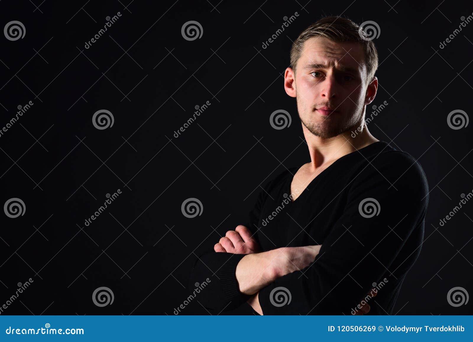 Concepto de la perfección diseñe la perfección del hombre atractivo aislada en fondo negro, copie el espacio Sr. perfection perfe