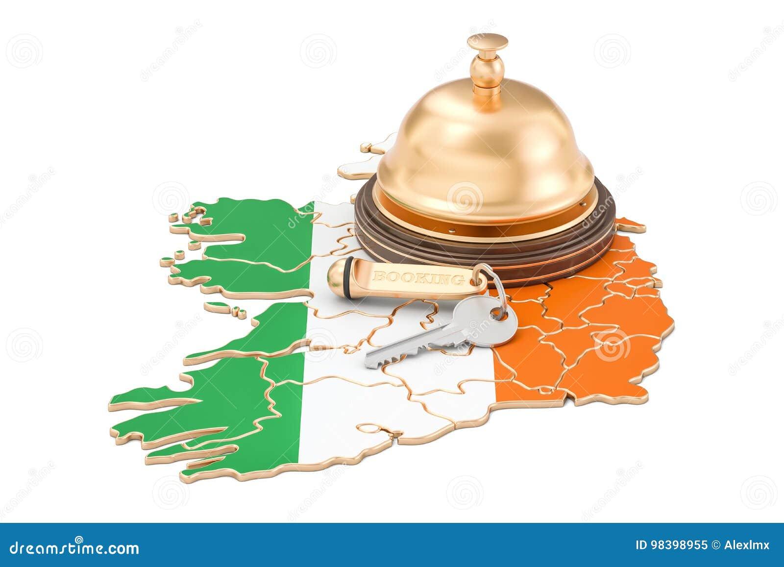 Concepto de la reservación de Irlanda Bandera irlandesa con llave y la recepción del hotel