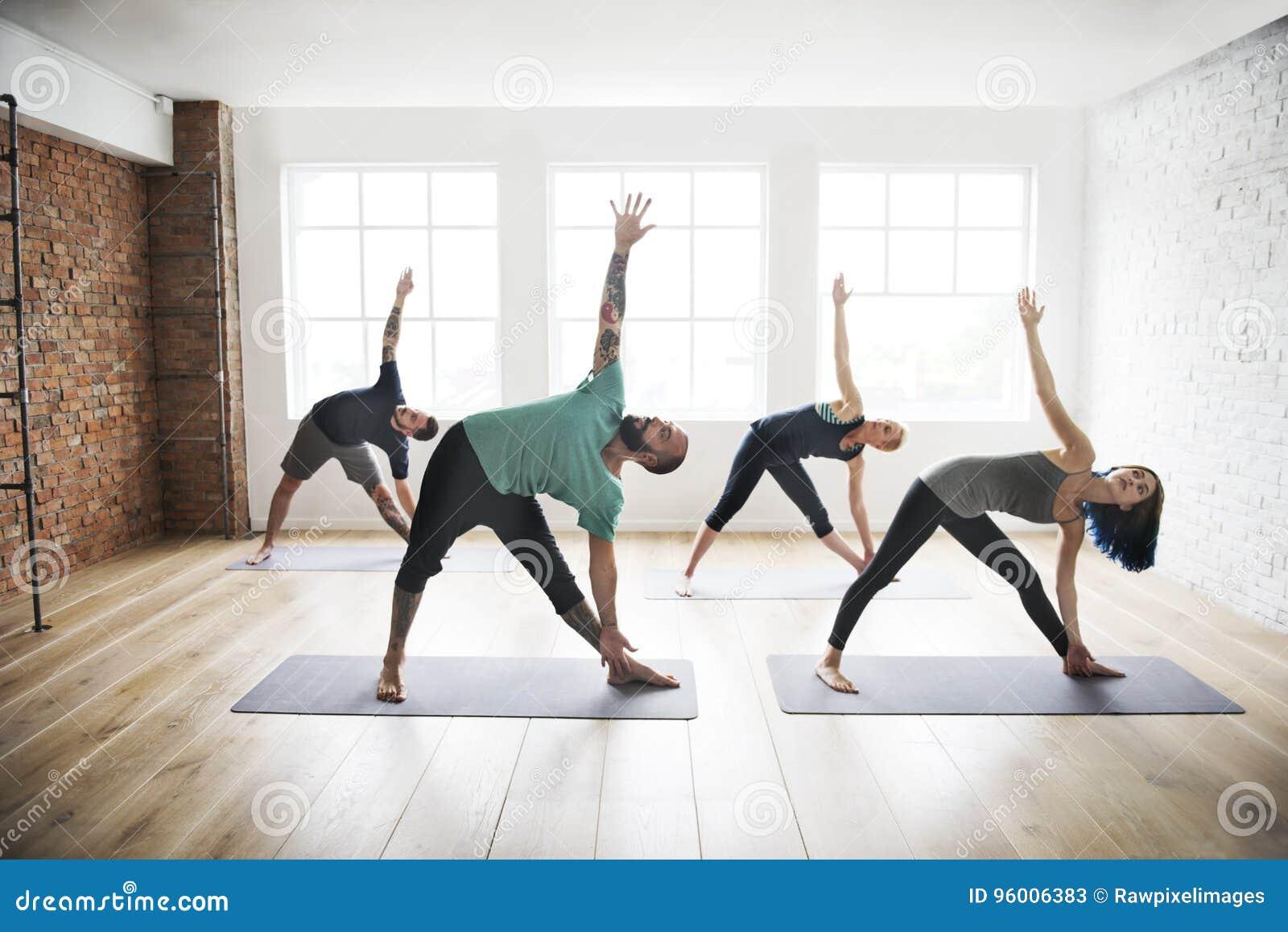 Concepto de la salud de la clase del ejercicio de práctica de la yoga