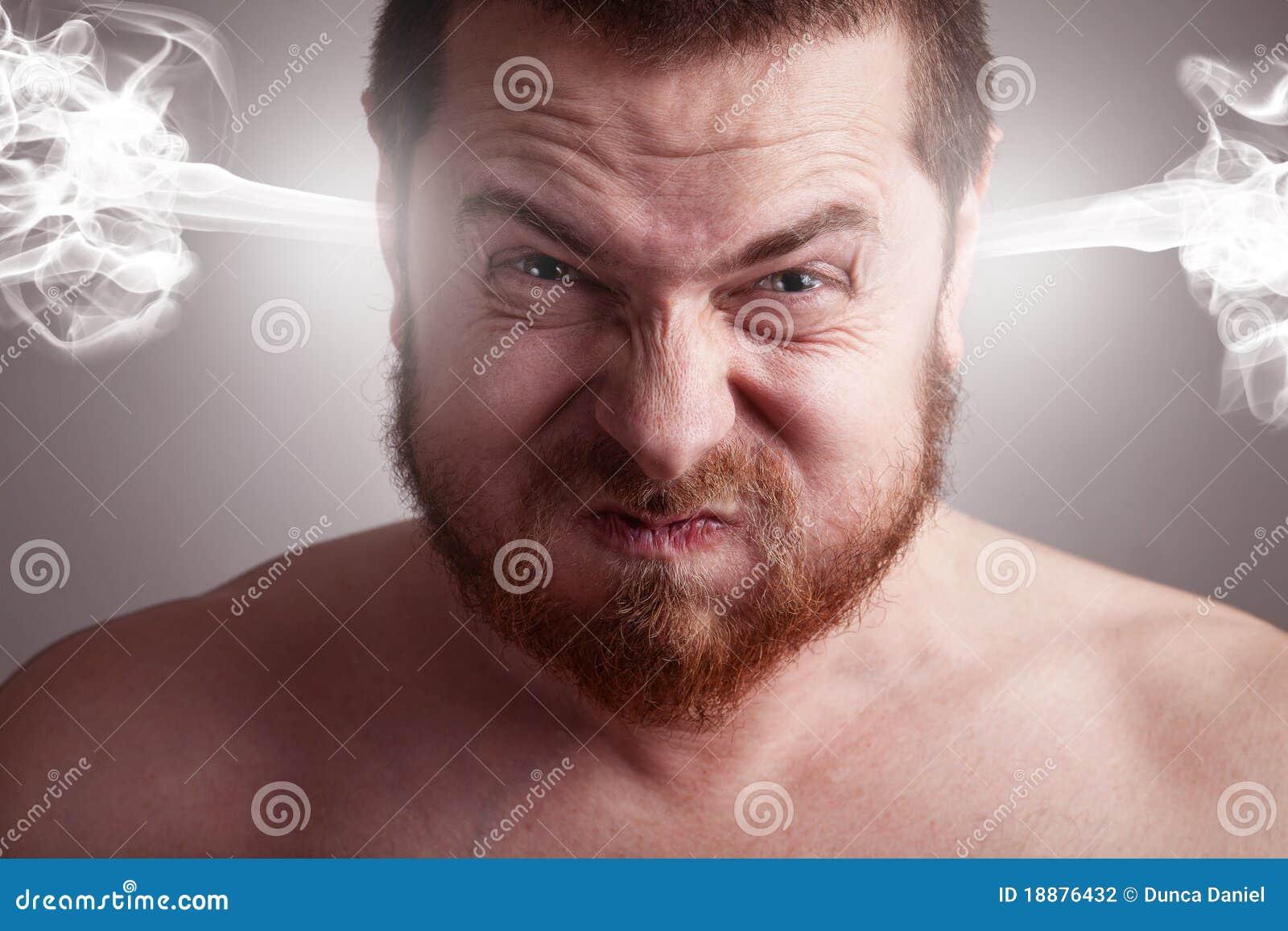 Concepto de la tensión - hombre enojado con la pista de estallido