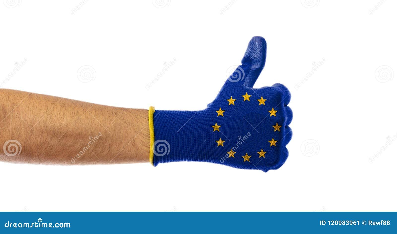 Concepto de la victoria de la UE Manosee con los dedos para arriba, guante de la bandera de unión europea aislado en el fondo bla