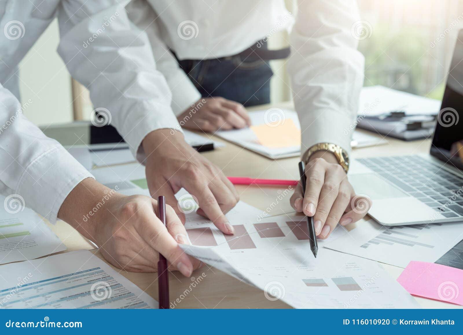 Concepto de lanzamiento de la sociedad del planeamiento de la reunión de reflexión del trabajo en equipo de la diversidad