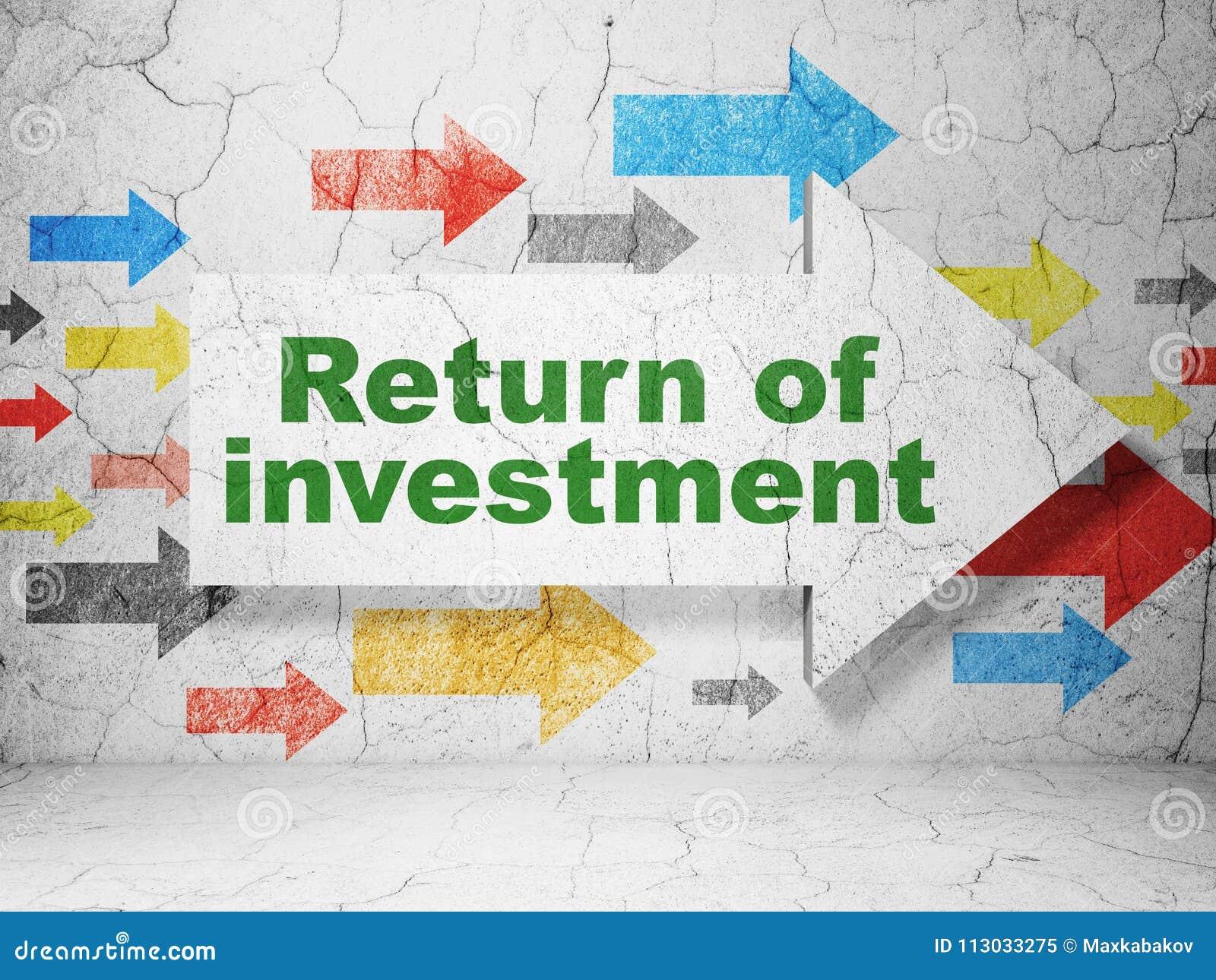Concepto de las finanzas: flecha con la vuelta de la inversión en fondo de la pared del grunge