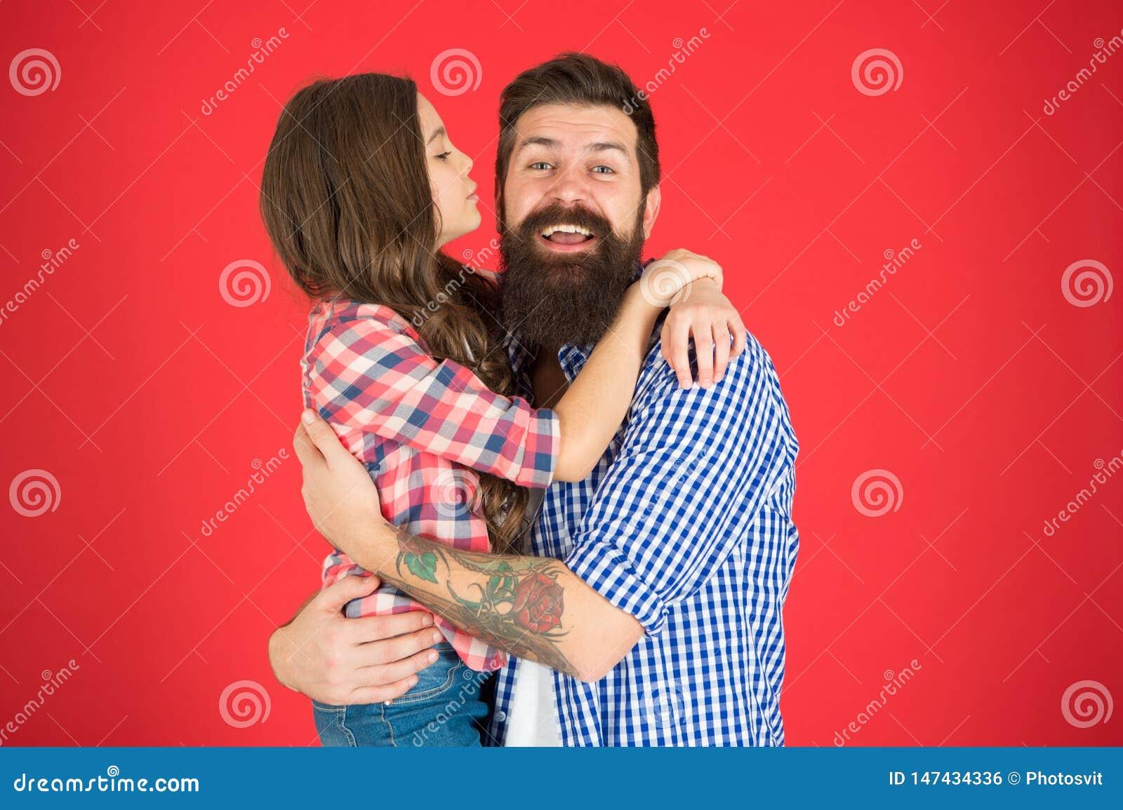 Concepto de los valores familiares Enlaces de familia Relaciones amistosas Inconformista del padre y su hija Abrazo dulce Padre b