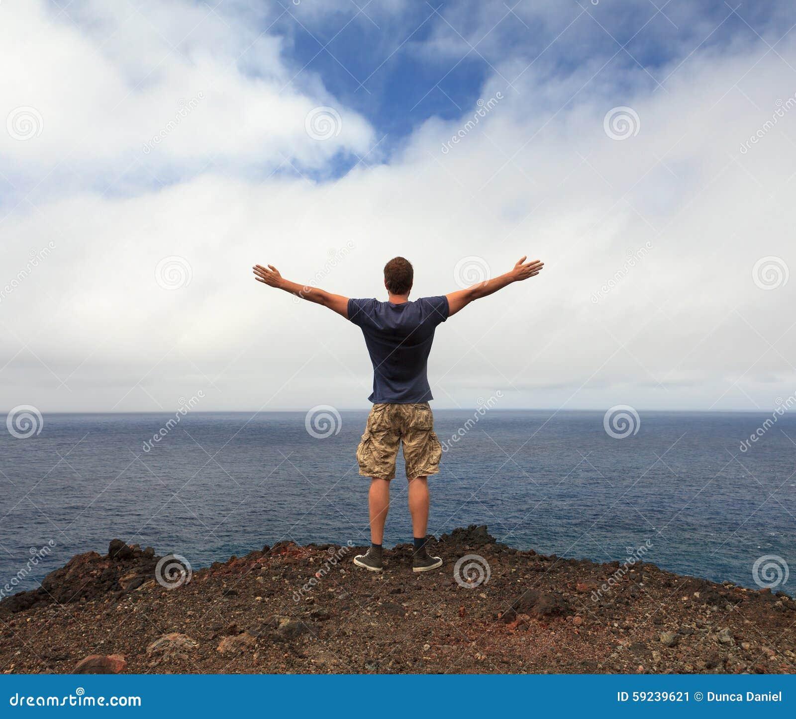 Download Concepto Del Amante De La Libertad O De Naturaleza Imagen de archivo - Imagen de hombre, montaña: 59239621
