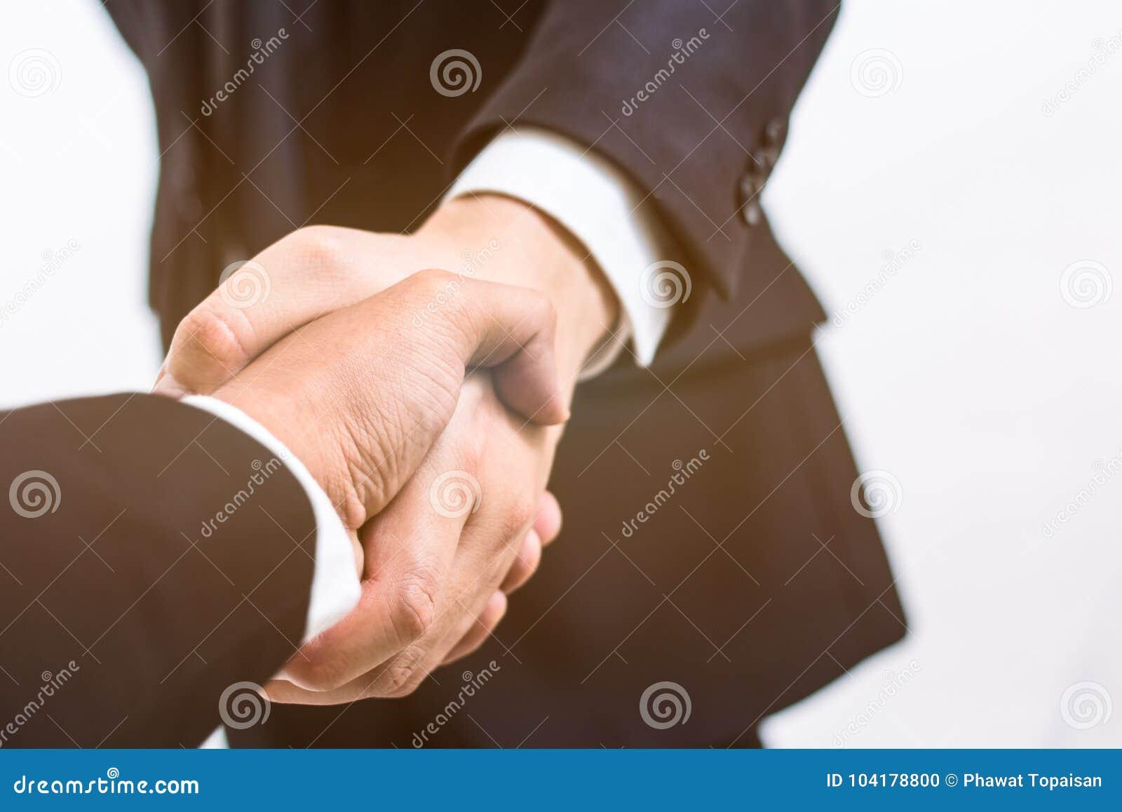 Concepto del asunto El apretón de manos para hace el acuerdo en contrato