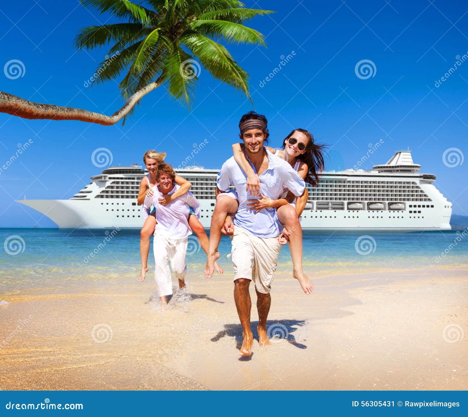 Concepto del barco de cruceros de la playa de la isla de los pares del verano