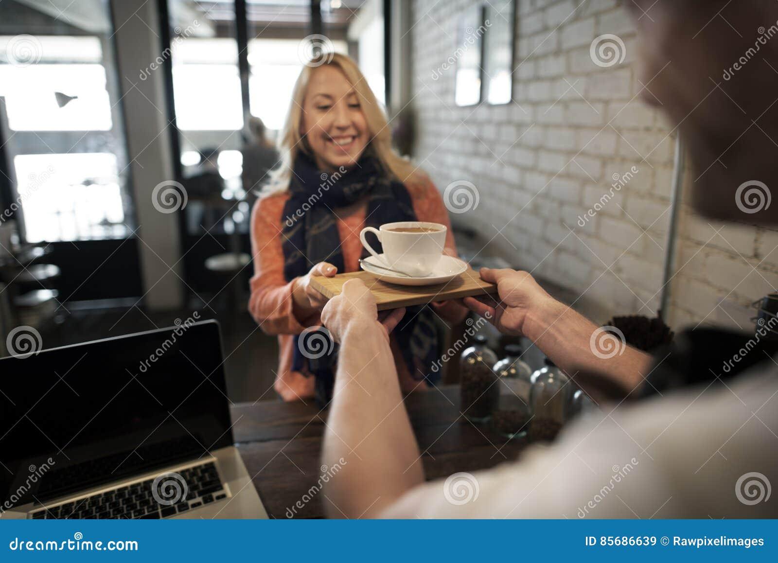 Concepto del delantal de Staff Serving Cafeteria del camarero del café del café