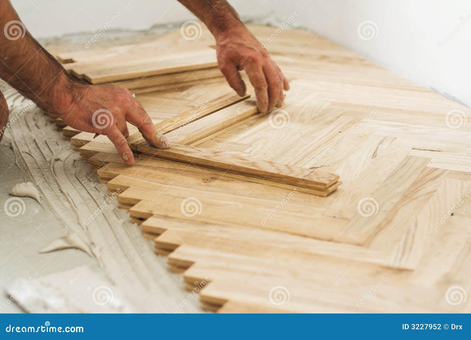 Concepto del entarimado y del carpintero