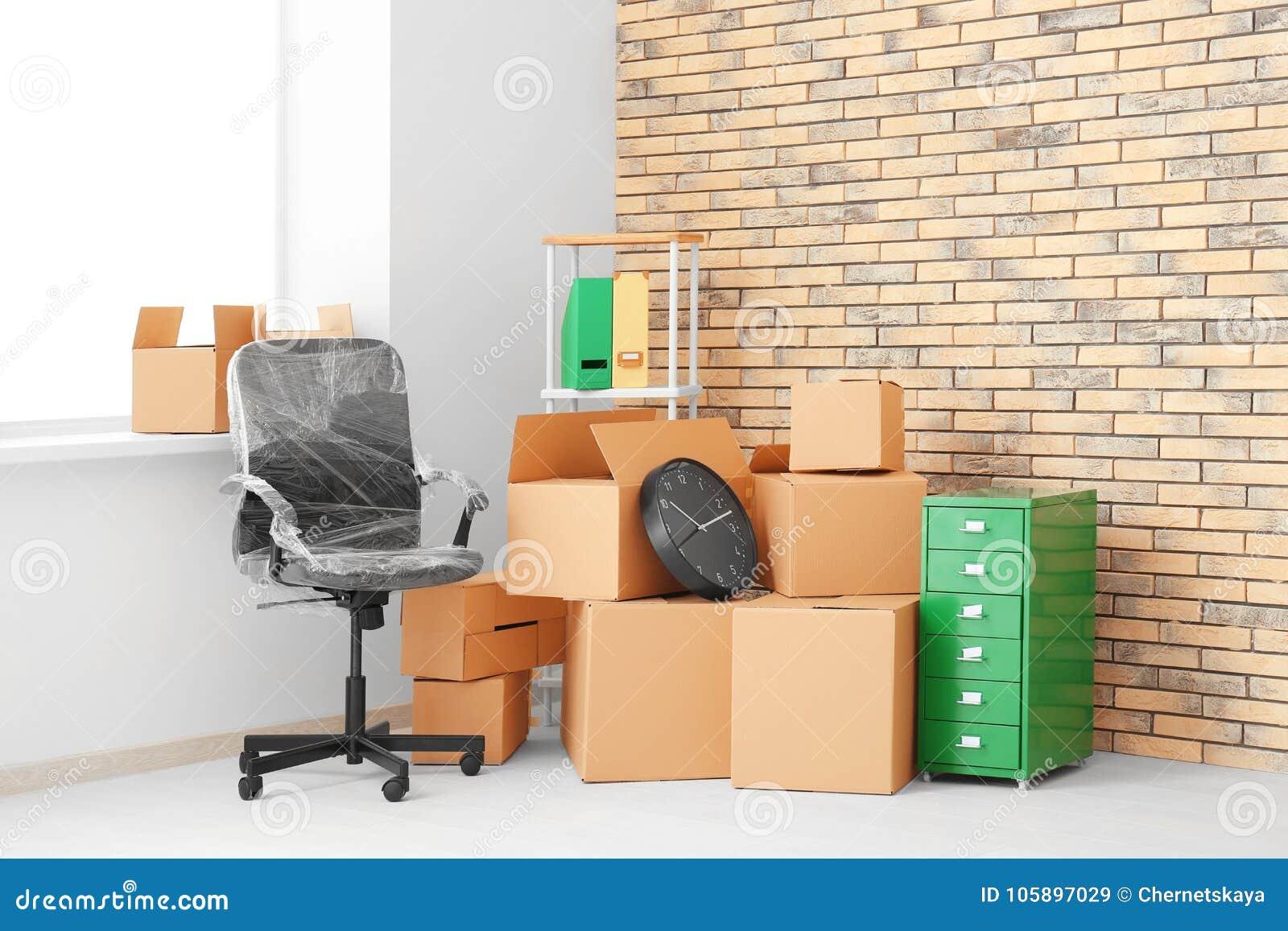 Concepto Del Movimiento De La Oficina Cajas Y Muebles Del Cart N  # Muebles De Caeton