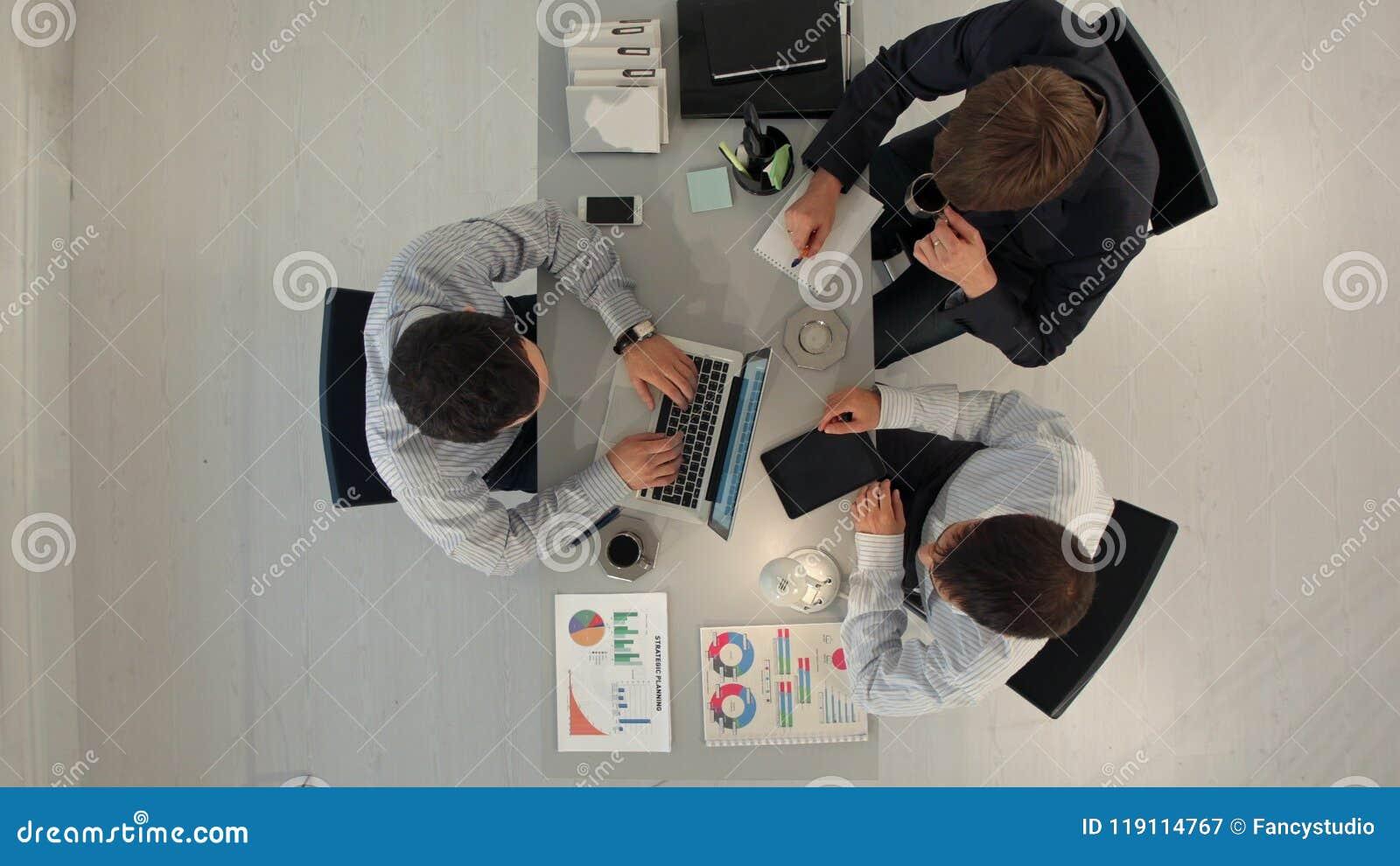 Concepto del negocio, de la gente y del trabajo en equipo de Timelapse Visión superior
