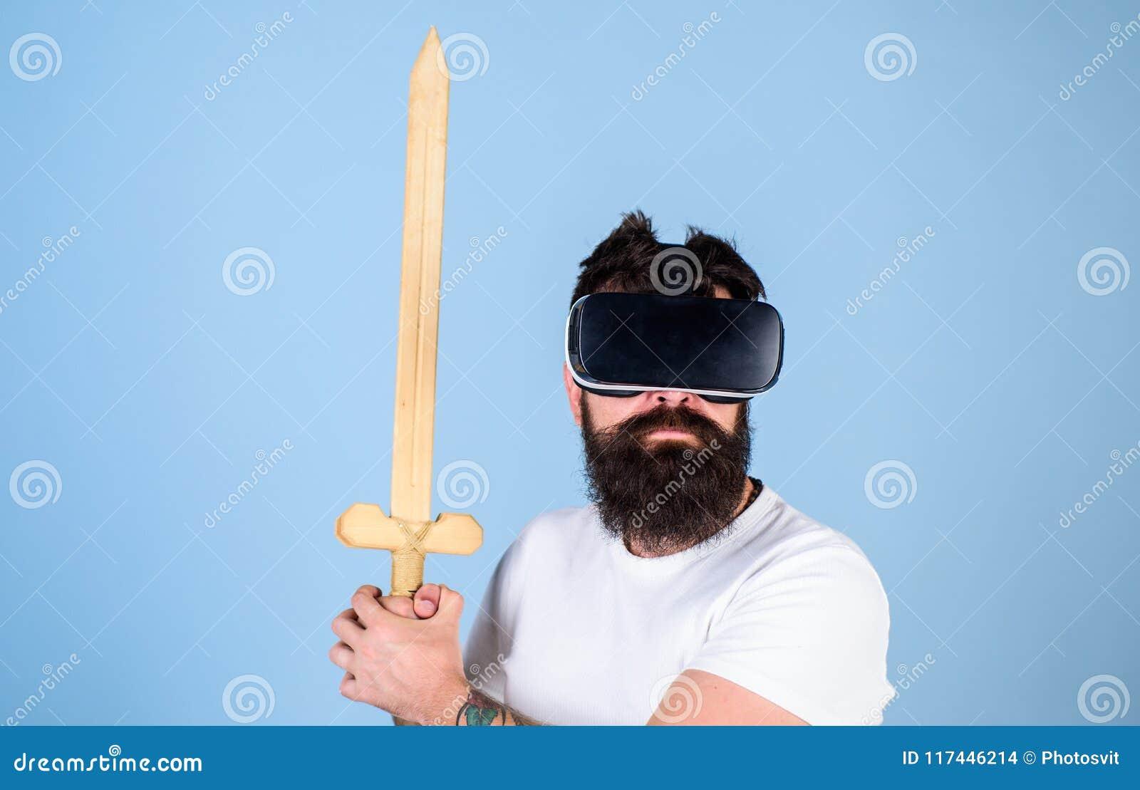 Concepto del videojugador El inconformista en cara seria disfruta del juego del juego en realidad virtual Hombre con la barba en