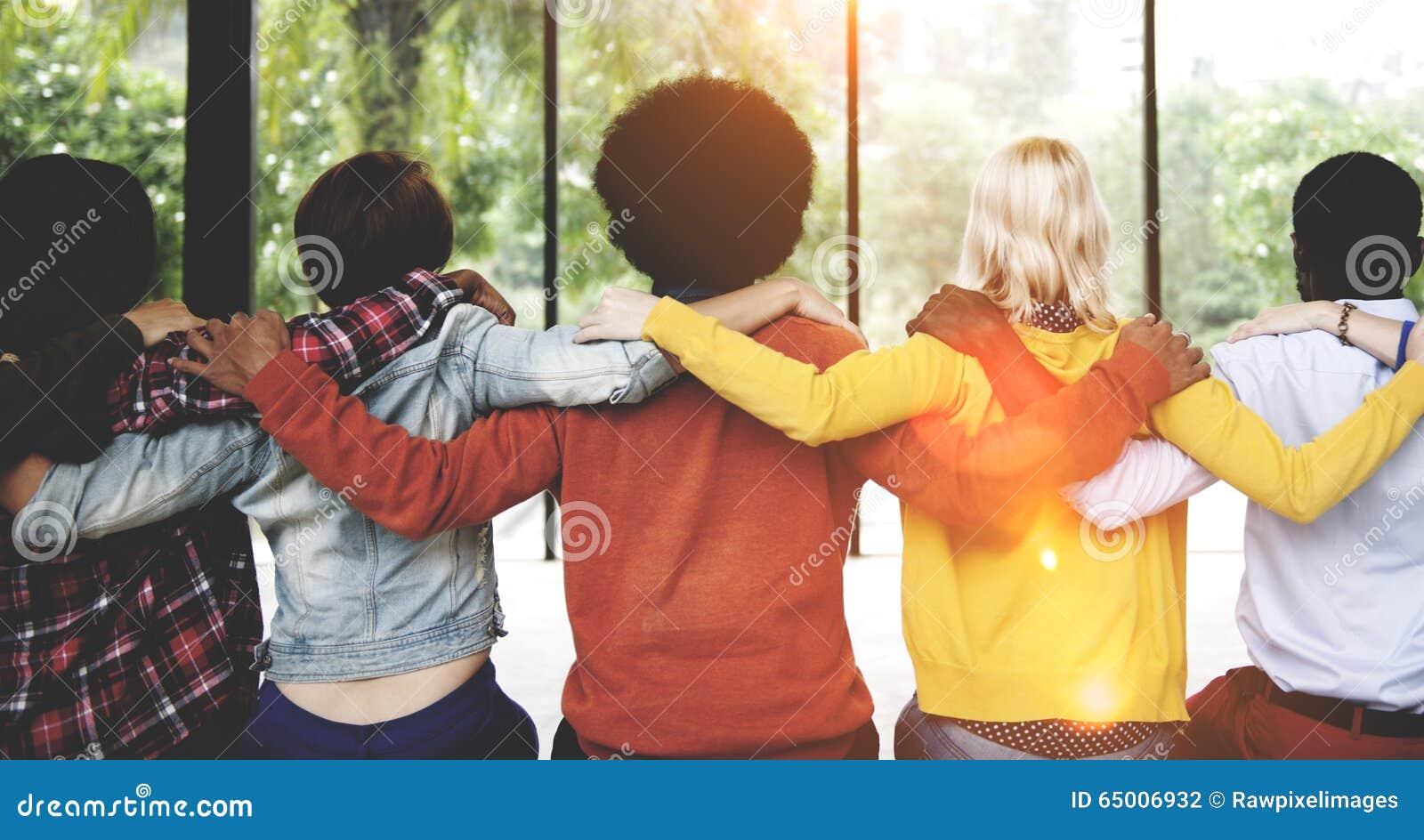 Concepto diverso de la parte posterior de la conexión de la unidad de la amistad de la gente