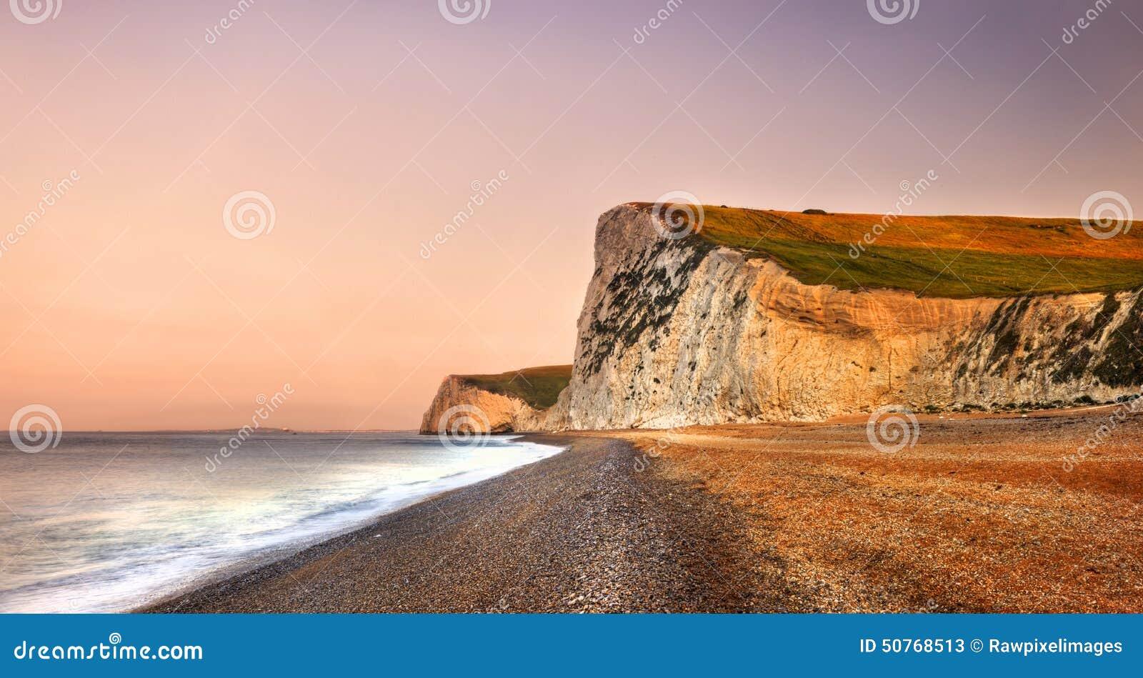 Concepto jurásico dramático de la costa costa de la puerta de Durdle