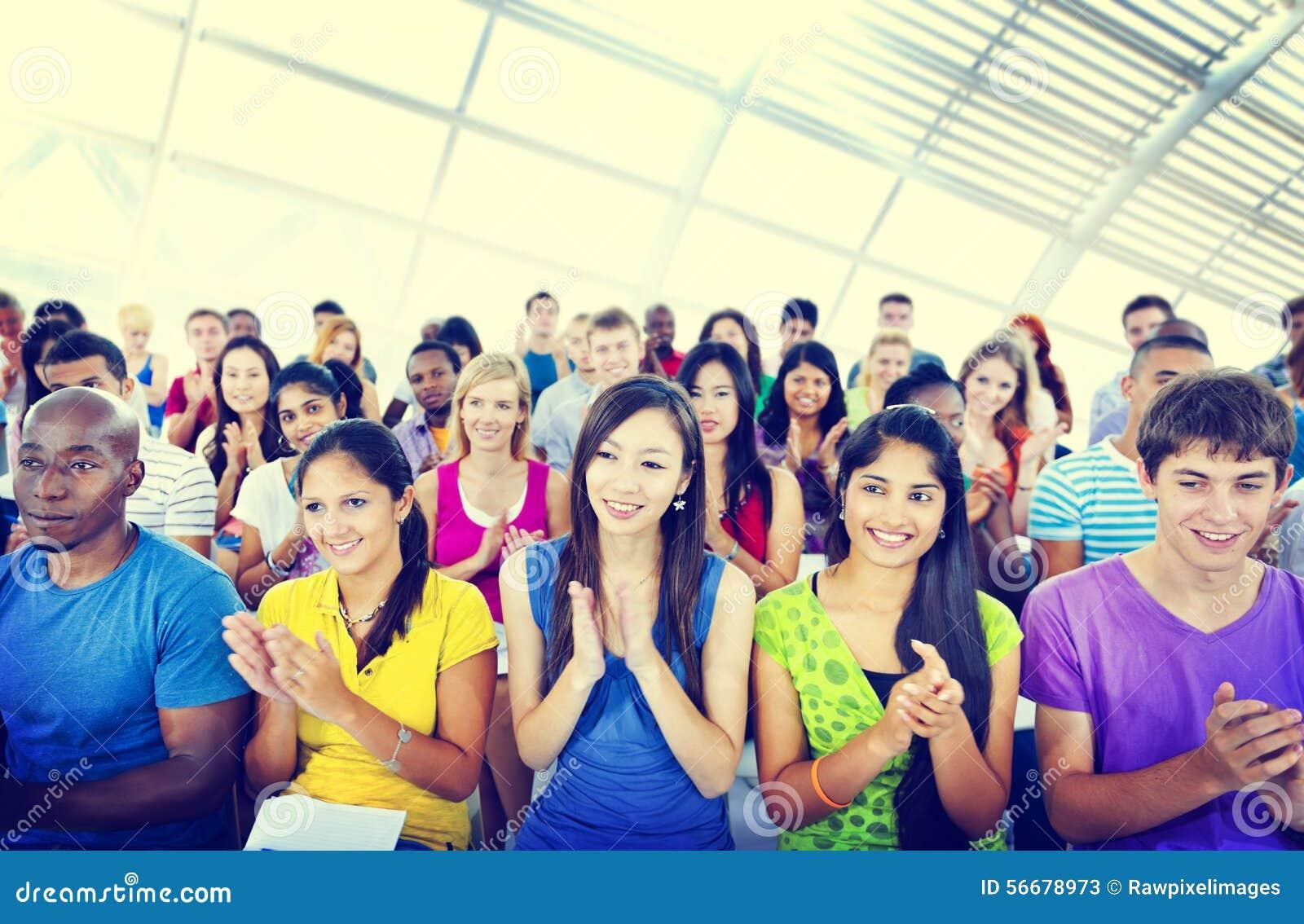 Concepto que aplaude de aprendizaje casual del aplauso de la conferencia de la gente del grupo