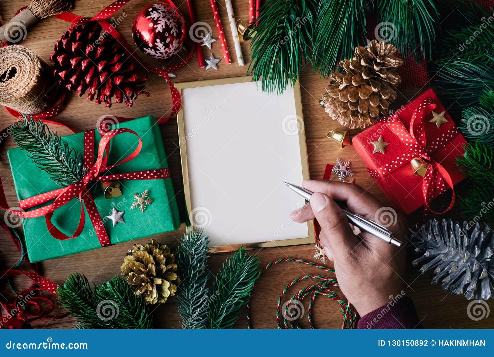 Concepts de Joyeux Noël avec les cartes de voeux humaines d écriture de main
