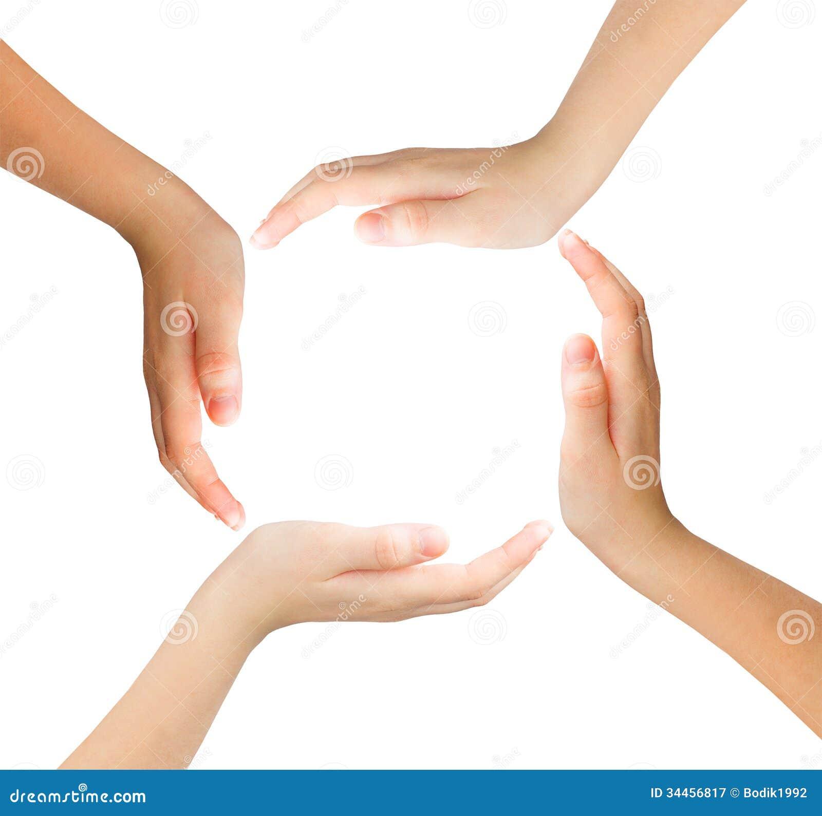 Conceptueel symbool van multiraciale menselijke handen die een cirkel maken
