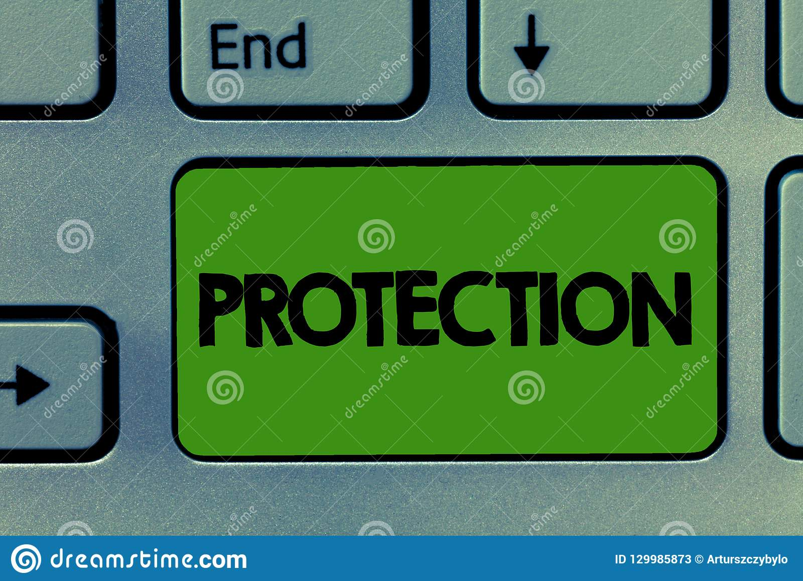 Conceptuele hand die tonend Bescherming schrijven Bedrijfsfoto demonstrerende Staat van wordt beschermd gehouden tegen kwaadverli