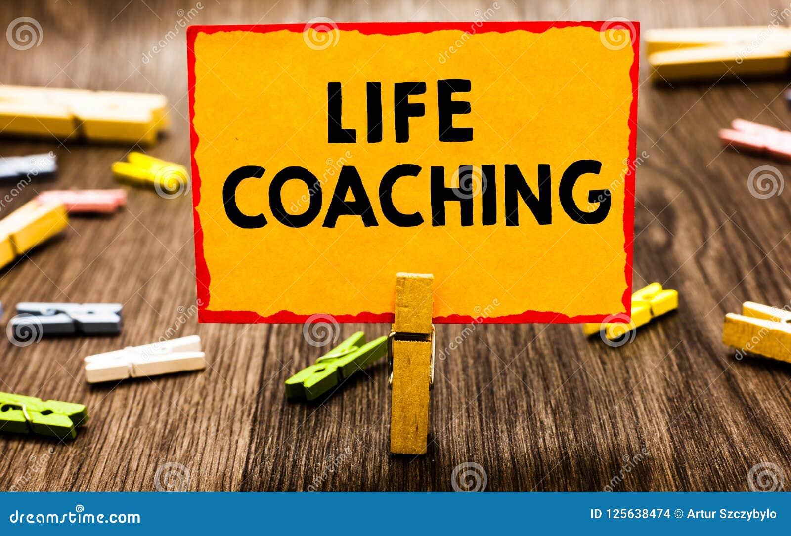 Conceptuele hand die tonend het Leven het Trainen schrijven De bedrijfsfoto demonstratie verbetert het Leven door Uitdagingen aan