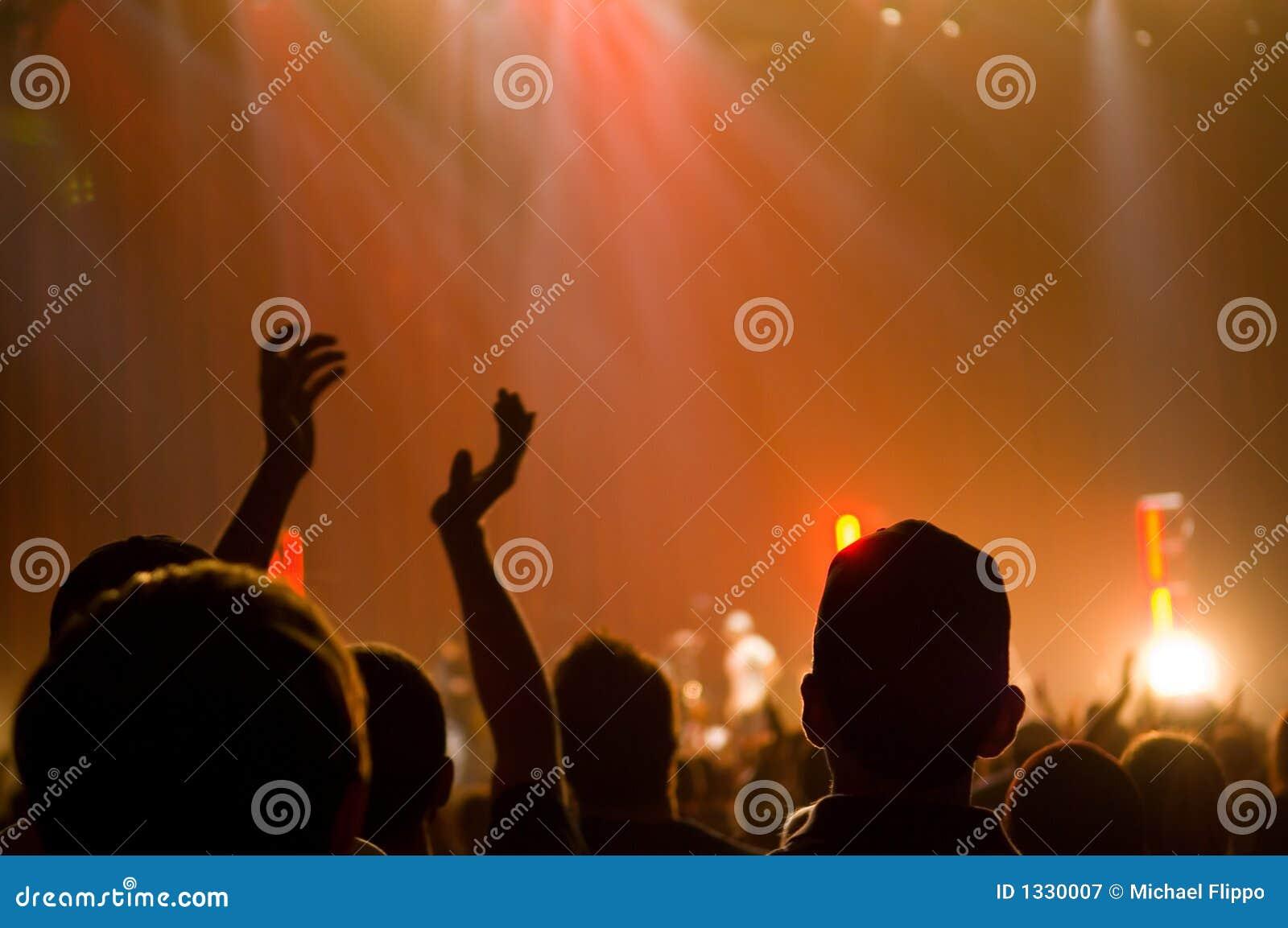 Concert musical - chrétien - applaudissement